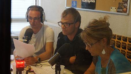 """Atelier """"Talent et médias"""". Ici, trois participants passent à l'épreuve de la radio"""