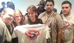 Najat Vallaud-Belkacem avec les volontaires qui ont défilé le 14-Juillet 2014.