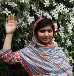 """Malala soutient l'opération """"Levez la main pour l'éducation des filles"""" /Plan International"""