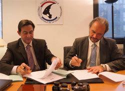 La signature du partenariat entre Jean-Marc Souvira, chef de l'OCRGDF, et Joël Courtois, directeur de l'EPITA.