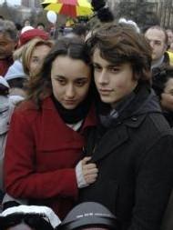 Mélanie et Lorenzo, ses deux enfants.