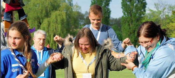 Volontaires auprès de personnes handicapées. Photo primée dans le concours pour les 5 ans du service civique. © Lisa Pluntz