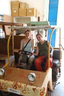 Dans une voiturette électrique, en Inde