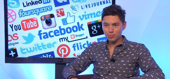 Raphaël Catherin face à la caméra de Frenchweb.
