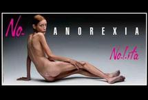 La campagne pour dénoncer l'anorexie lancée en Italie par la marque Nolita et le photographe Oliviero Toscani