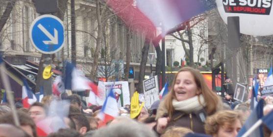Jeunes dans la rue lors de la manifestation parisienne du 11 janvier 2015. Photo : reussirmavie.net