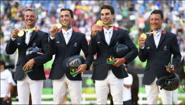 En équitation, les médaillés français du concours complet par équipe.