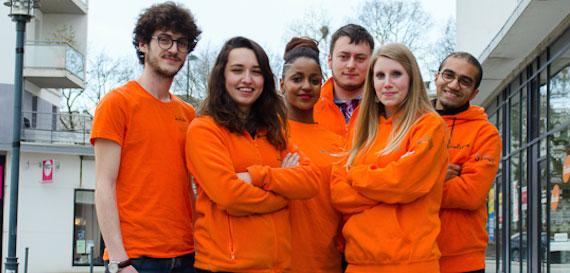 Jeunes volontaires en service civique de l'association Unis-Cité.
