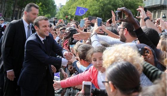 Emmanuel Macron le 14 mai devant l'Hôtel de ville de Paris. © Présidence de la République