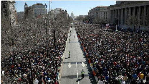 Les jeunes Américains défilent contre les armes à feu