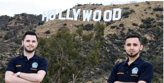 Clotaire (à g.) et Corentin Marmignon sur la colline de Hollywood, durant leurs stages aux USA.
