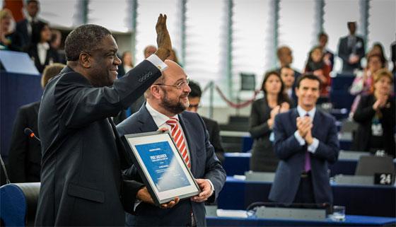 Remise du prix Sakharov 2014 à Denis Mukwege au Parlement européen ©  Claude Truong-Ngoc / Wikimedia Commons