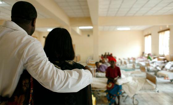 A l'hôpital de Panzi, au milieu des femmes qui reçoivent un traitement global. © Fondation Panzi