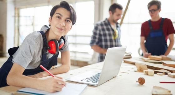 Apprentissage : des mesures pour relancer le recrutement d'apprentis