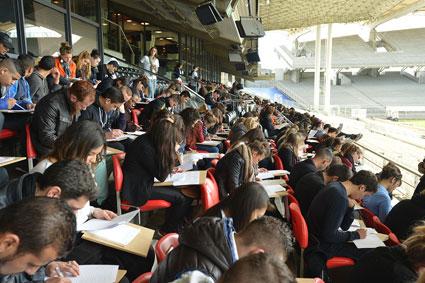 500 jeunes passent un examen d'orthographe au stade Gerland