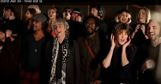 """Capture du clip """"Noël est là"""", enregistré par 23 artistes français au profit de la lutte contre Ebola."""