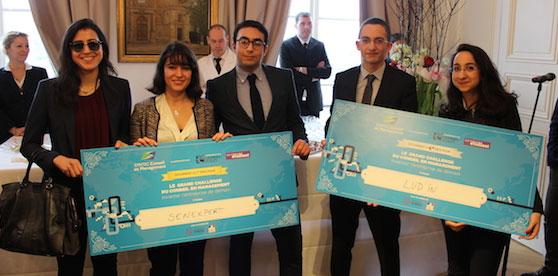 Les lauréats du Challenge du conseil : l'équipe du projet Sen Experts (à g.) et du projet LUD'IN (à dr.)
