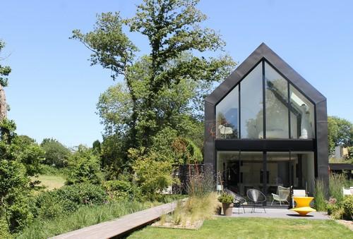 """Réalisation : Collaboration Architecte/Paysagiste : """"Tracés et associés Architectes"""" et """"Crayons des jardins"""" Paysagiste. Photo : Anne Vanrapenbusch"""