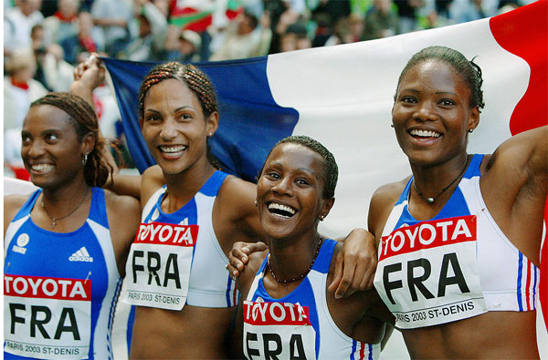 Les relayeuses françaises du 4x100 mètres, lors des championnats du monde de Paris en août 2003. Photo : AFP