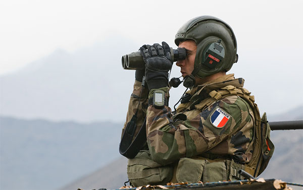 Chef de VAB T20 13 en observation. Crédit photo : Armée de terre.