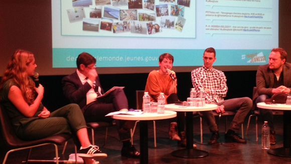 De g. à dr. : Marion Antoine, Patrick Kanner, Anna Flandin, Amine Bounar et Oldelaf. (Photo : reussirmavie.net)