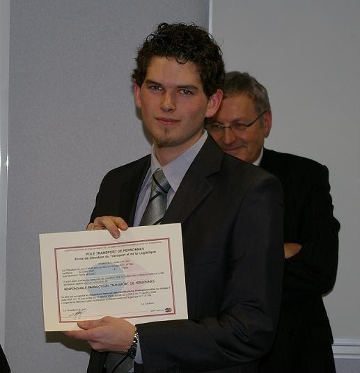 Denis Mitout, 21 ans, reçoit son diplôme de