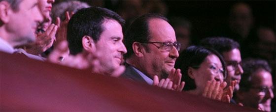 François Hollande entouré du Premier ministre et d'autres membres du gouvernement lors des voeux à la jeunesse, le 11 janvier 2016. Photo : Elysée / M. Etchegoyen