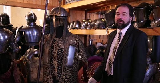 Olivier Renaudeau, conservateur du département des armes et armures anciennes du musée de l'Armée.