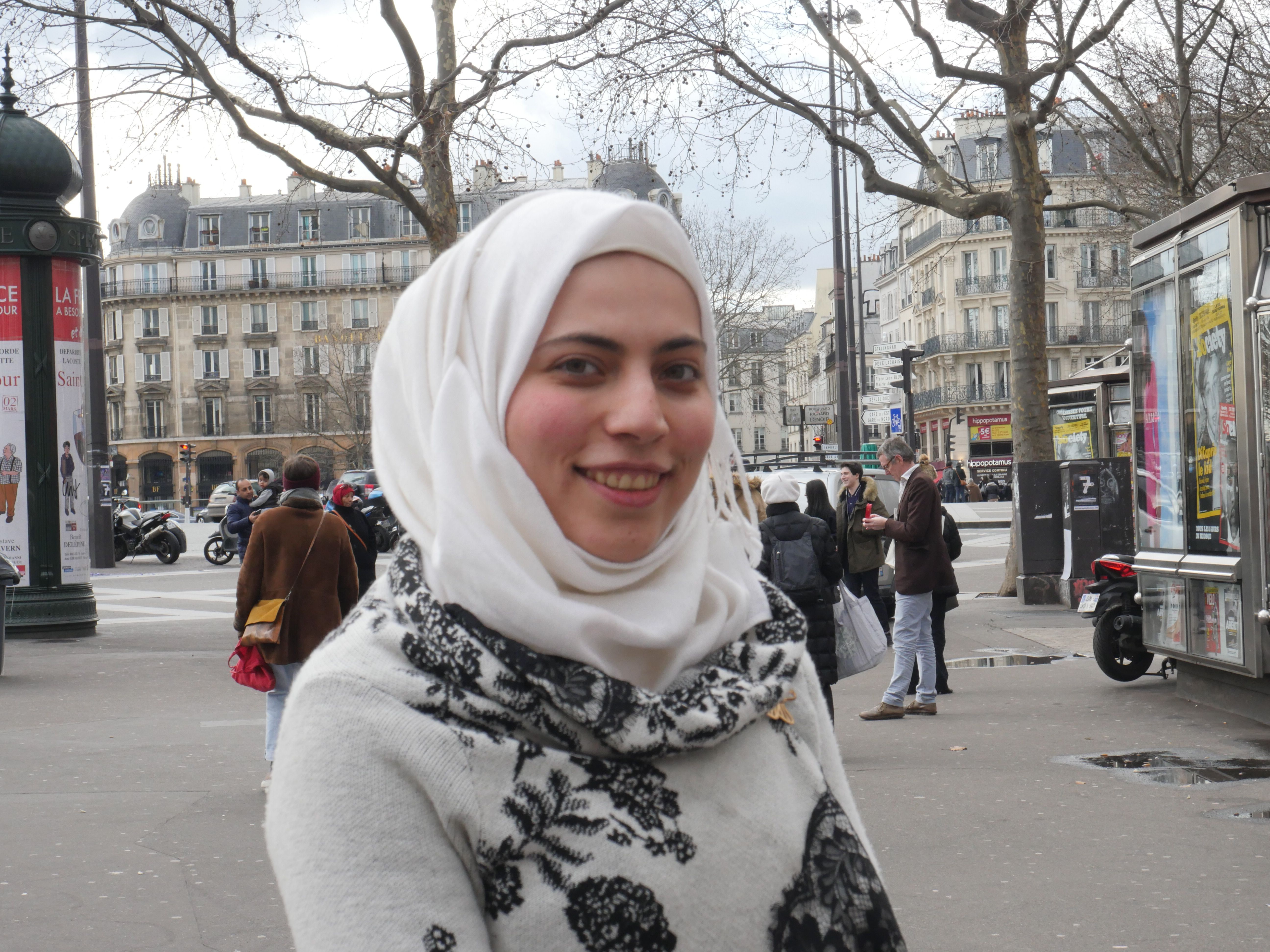 Lujain, place de la Bastille à Paris au mois d'avril 2016 (Crédit photo : A.-L. S)