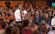 """Grand débat : Emmanuel Macron pousse les jeunes à """"dire leur part de vérité"""""""